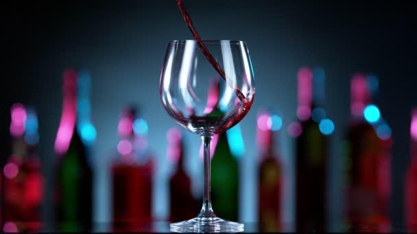 Super zpomalený pohyb nalití červeného vína umístěného na barový pult. Natočeno na vysokorychlostní kameře, 1000 fps.