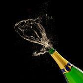 Champagnerflasche mit Spritzer