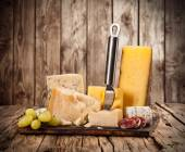 Různé typy sýrů