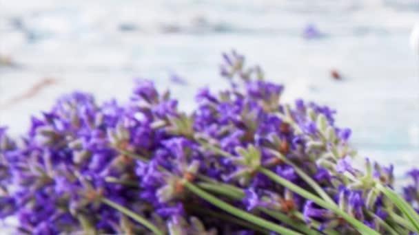 Lavendel auf Holz