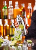 Fotografie Mojito koktejl drink na baru