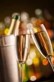 Fotografie Sklenice šampaňského s rozostření pozadí