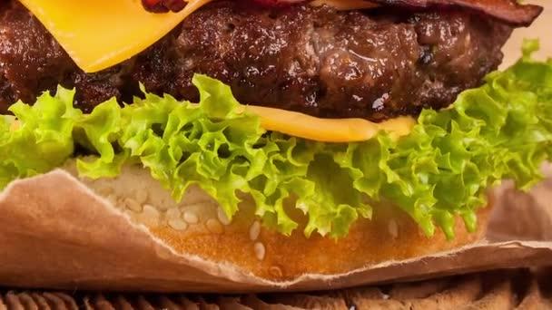 Posunutí pohybu čerstvých hamburgerů