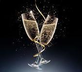 Fotografia bicchieri di champagne su una priorità bassa nera