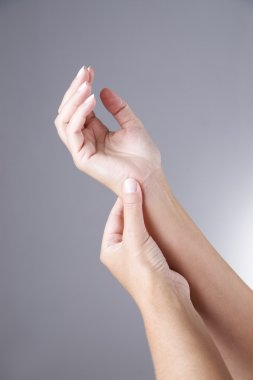Pain in the joints of the hands. Carpal tunnel syndrome