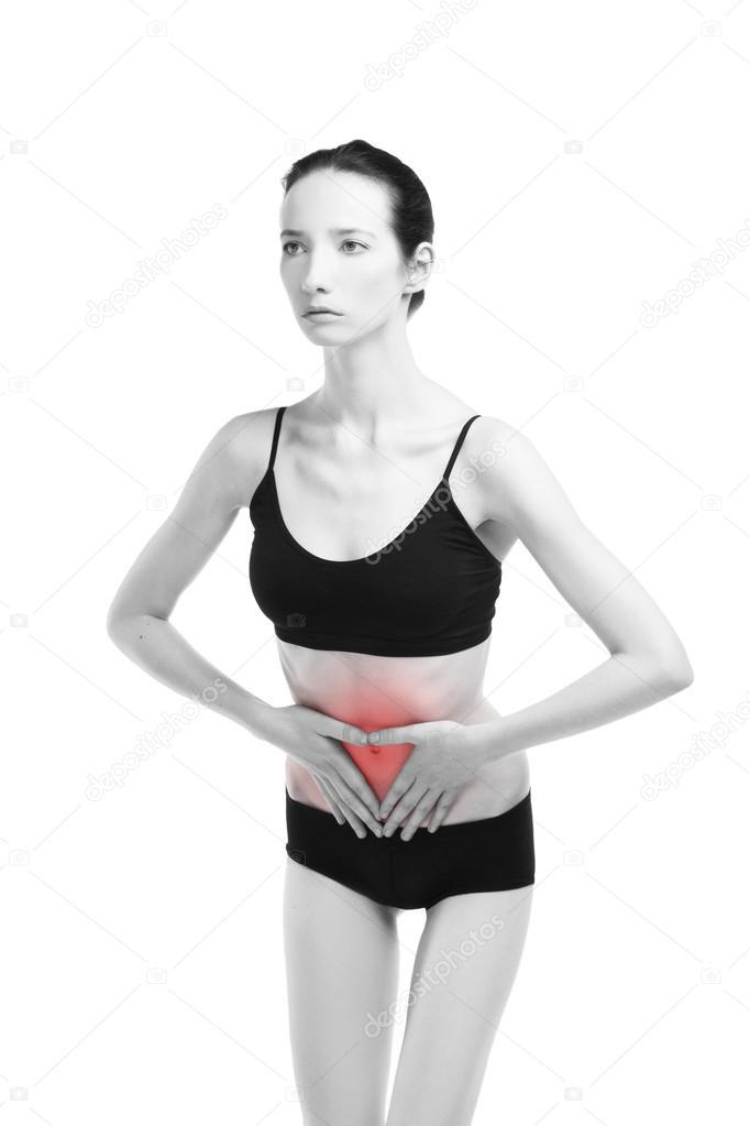 Mujer con dolor abdominal. Dolor en el cuerpo humano aislado sobre ...