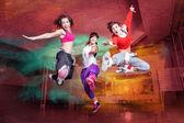 Fitness táncosok ugrás