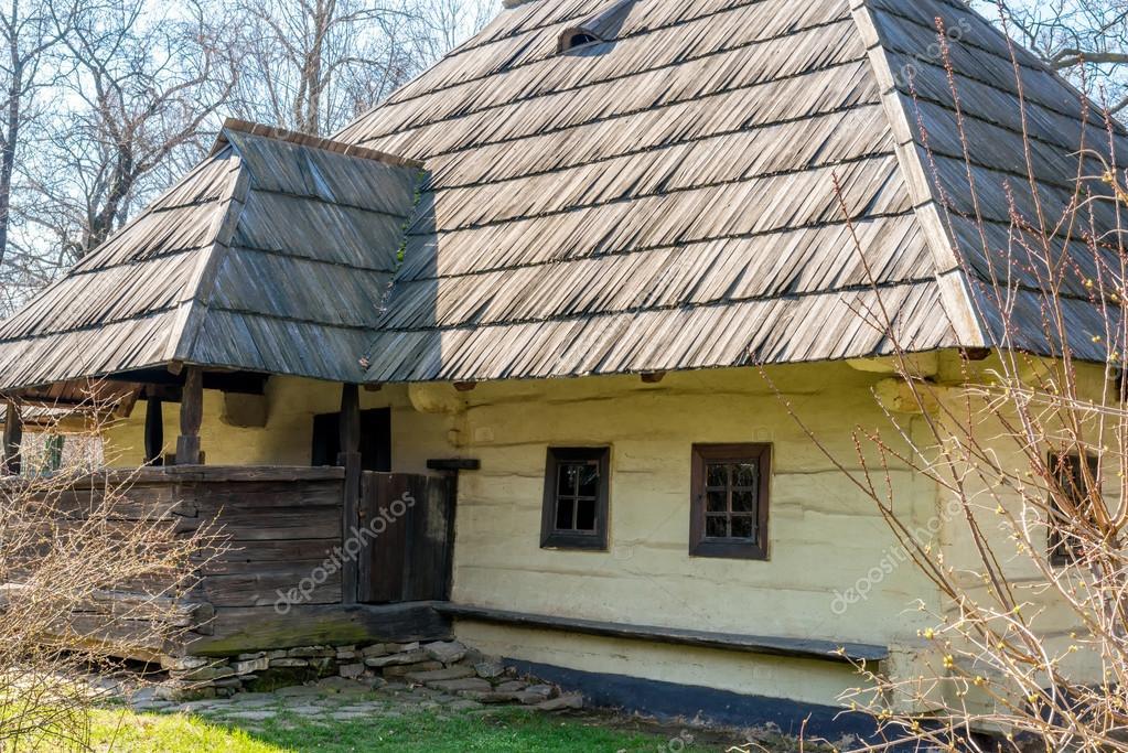 Я влюбился в Карпаты (путешествие в Румынию) Depositphotos_102413926-stock-photo-traditional-rural-house-from-transylvania