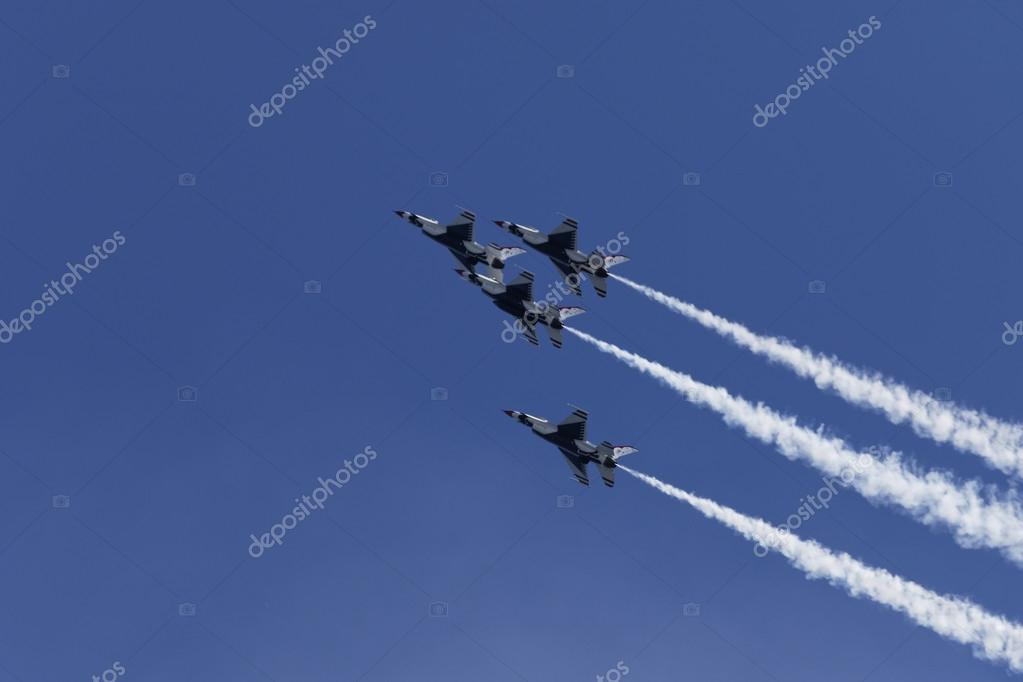USAF Thunderbirds performing aerial stunts