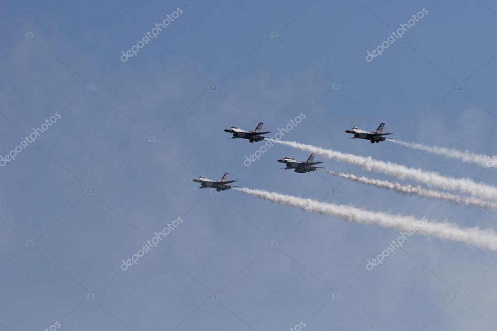 USAF Thunderbirds performing aerial stunts