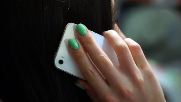 Geschäftsfrau, reden auf dem smartphone