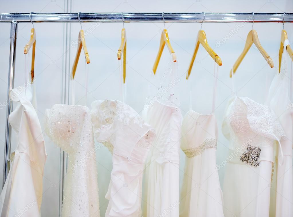 8be413c5cfaf alcuni abiti da sposa bella — Foto Stock © mary smn  101069596