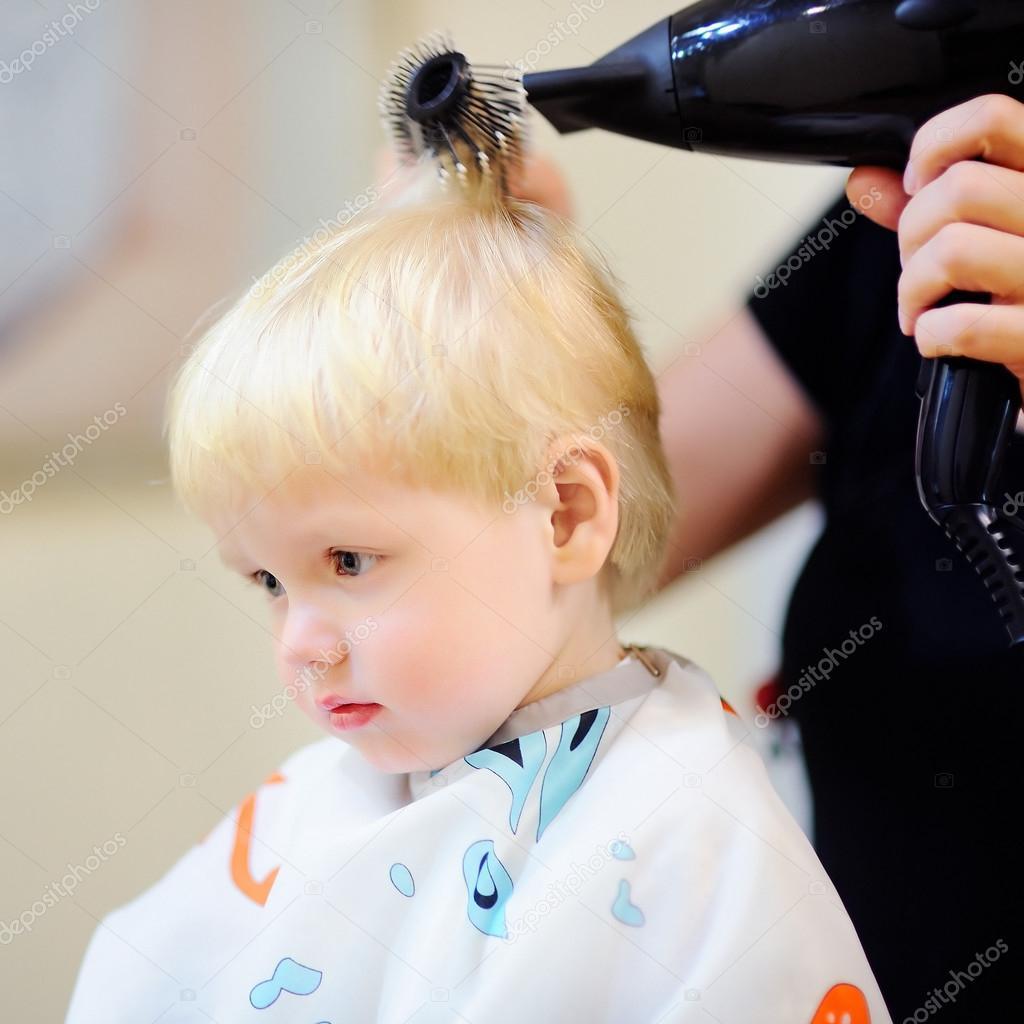 Kleinkind Jungen Immer Seine Erste Frisur Stockfoto C Mary Smn