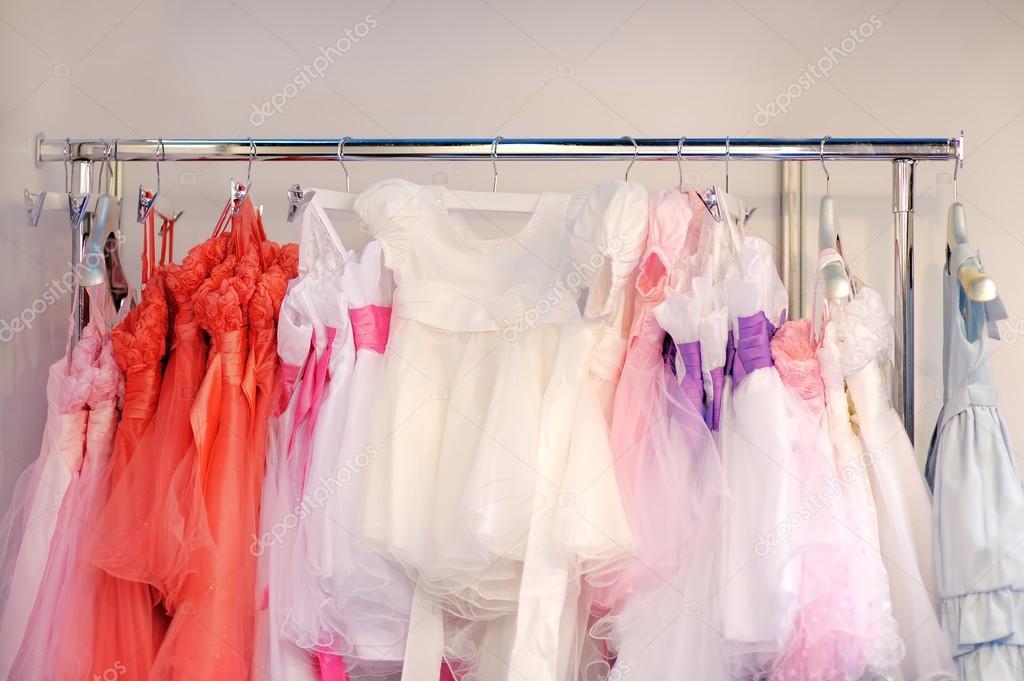 Niños hermosos vestidos para las niñas — Foto de stock © mary_smn ...