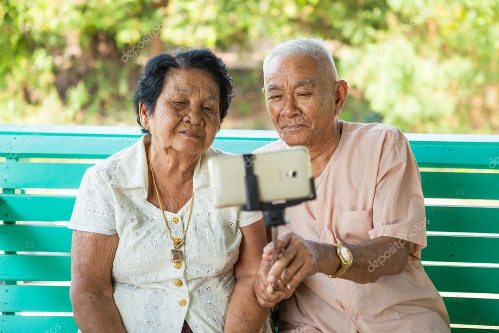 Как позировать пожилым людям на фото