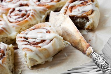 rolls with cream cheese icing