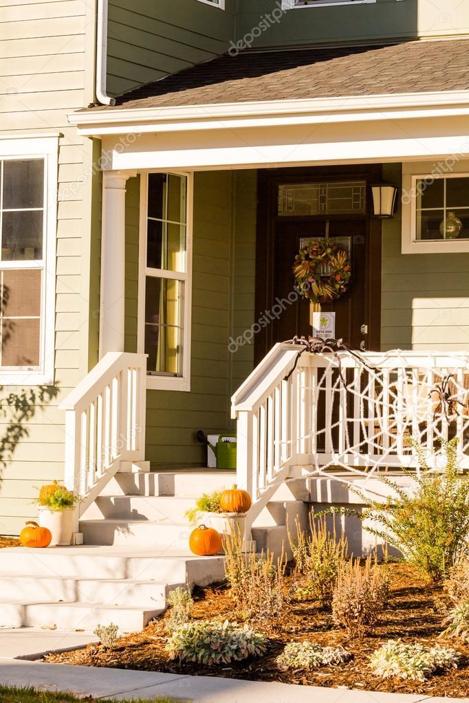 maison d halloween halloween la maison des sorcires porche de la maison dcor pour la fte. Black Bedroom Furniture Sets. Home Design Ideas
