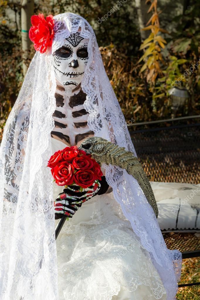 Nő a halott menyasszony alkotja a Halloween — Stock Fotó ... 9857227095