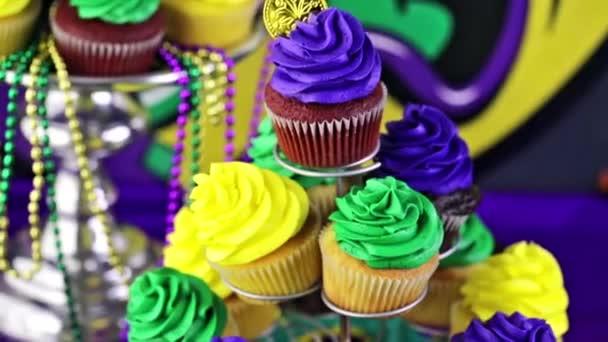 Cupcakes con glassa colorata per il Mardi Gras