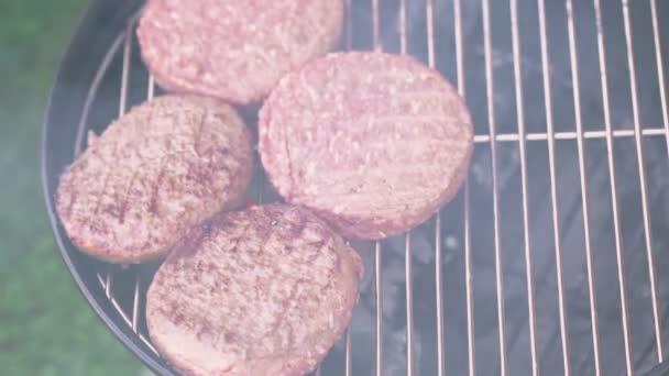Malé letní piknik s hamburgery