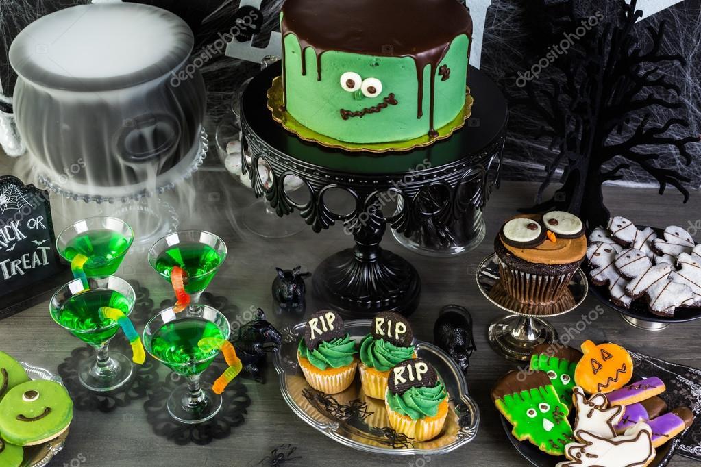 Halloween party table arrangement