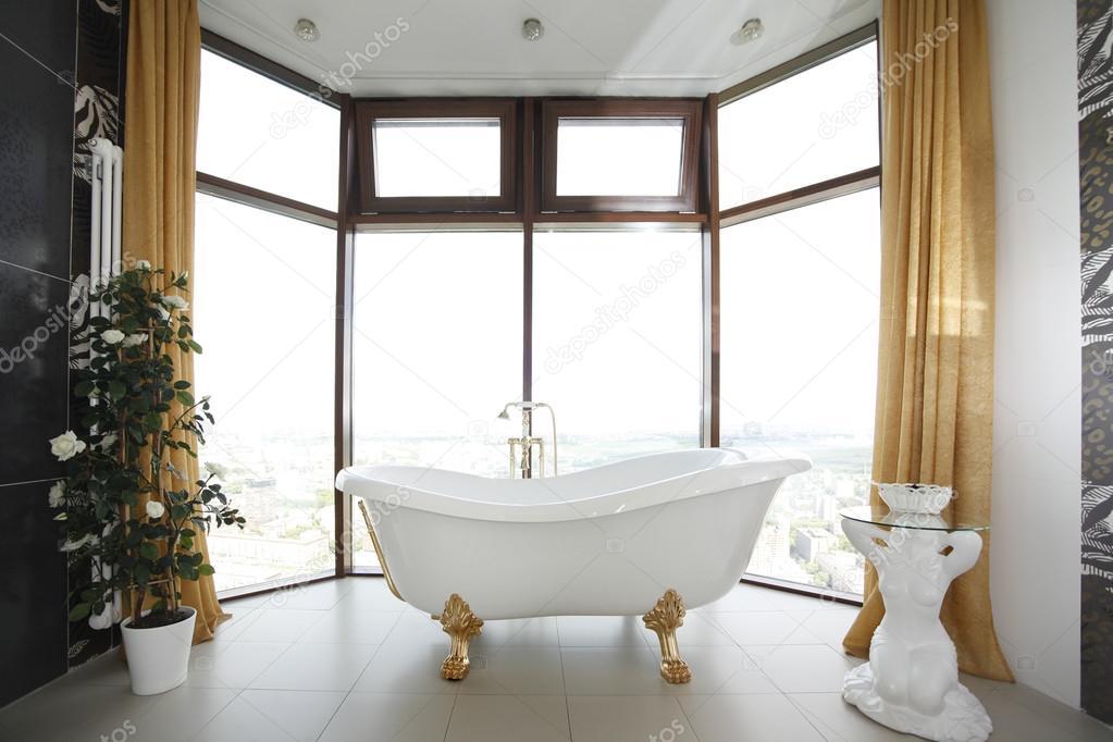 Diseño de cuarto de baño clásico — Foto de stock © friday #113273754