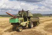 Kombinovat, sklizeň pšenice. Rusko