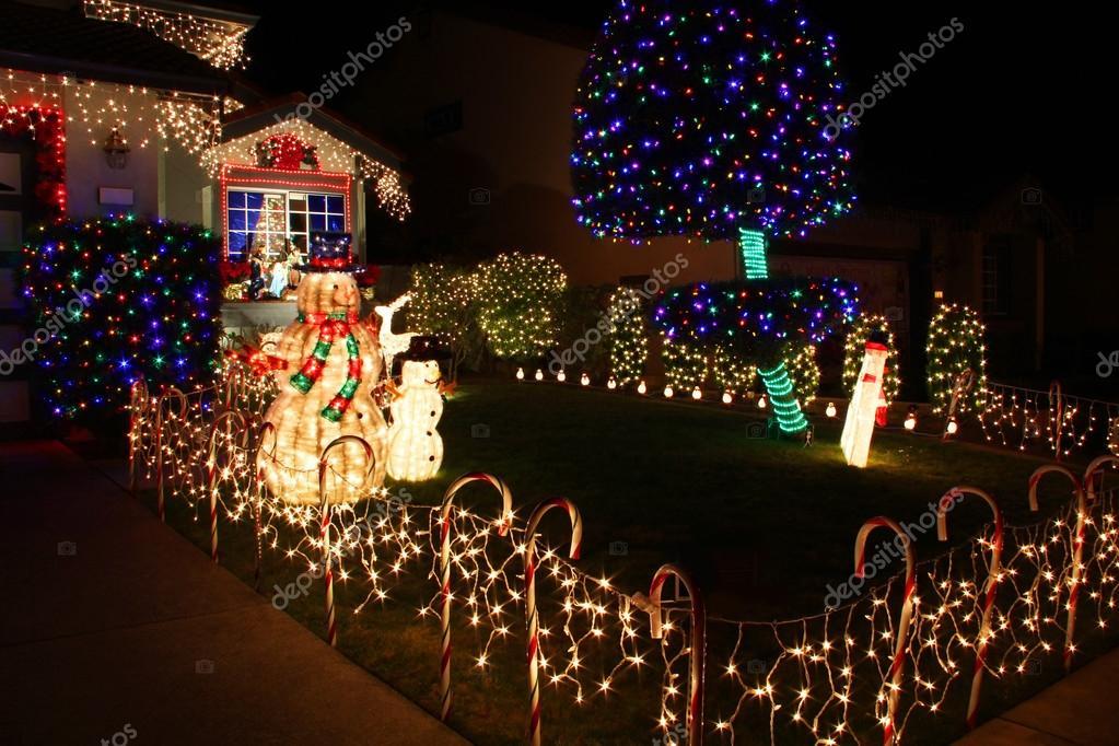 Haus Weihnachtsbeleuchtung.Eingerichtete Haus Mit Weihnachtsbeleuchtung Stockfoto