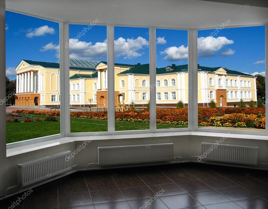 Moderne Fenster moderne fenster mit blick auf das schöne schloss mit garten