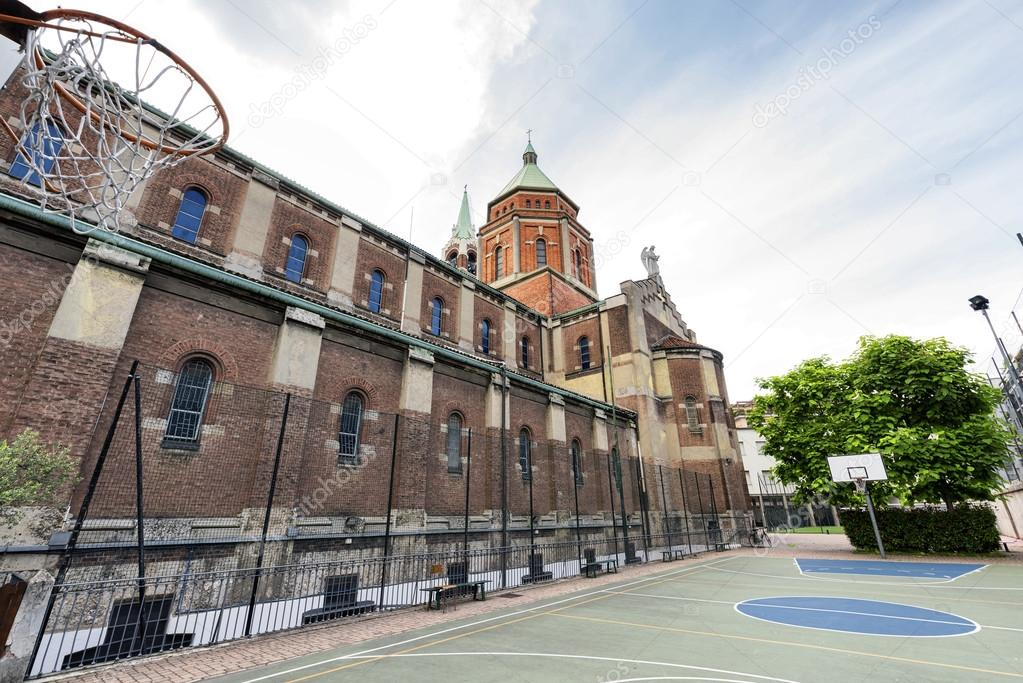 Chiesa di lourdes milano campo da pallacanestro foto - Immagini stampabili di pallacanestro ...