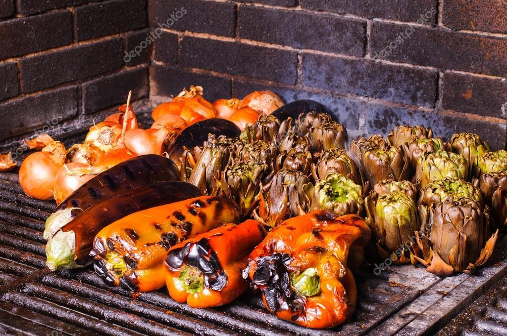 Gegrilltes Gemüse Ist Ein Typisches Gericht Der Region Katalonien In  Spanien U2014 Foto Von Alexarocas