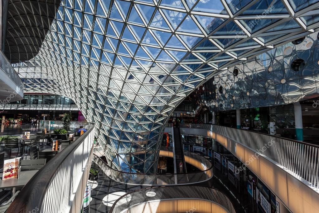 a306db06b796 A belső tér a modern bevásárlóközpont Myzeil, Frankfurt am Main városában.  Július 10-én, 2015-ben Frankfurt Main, Németország — Fotó szerzőtől ...