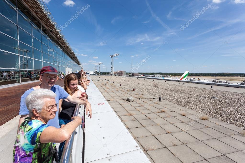 Die Leute An Der Besucherterrasse In Frankfurt Airport