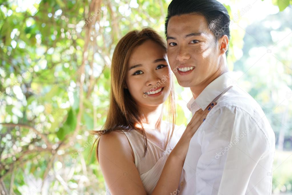 robe-sex-free-young-asian-couples-in-love