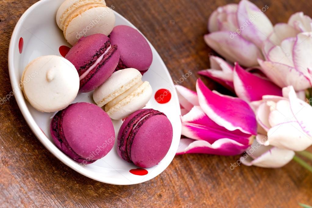 Macaroons - macarons and tulips