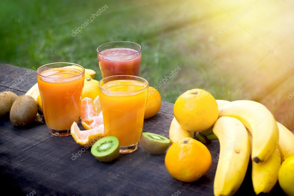 Erfrischende und gesunde Getränke - Getränke — Stockfoto © lola19 ...