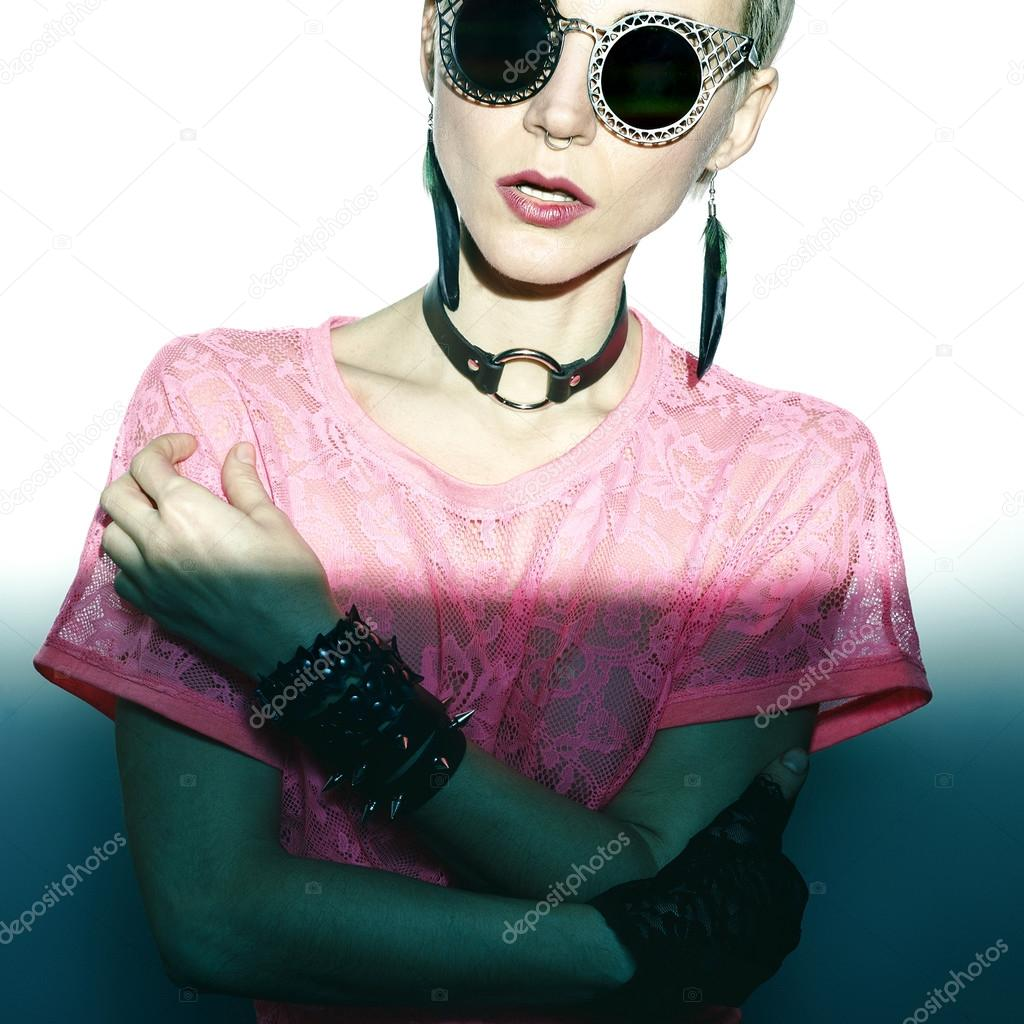 Attraktiv Modell In Leder Mode Accessoires. Schwarze Farbe Im Trend U2014 Stockfoto