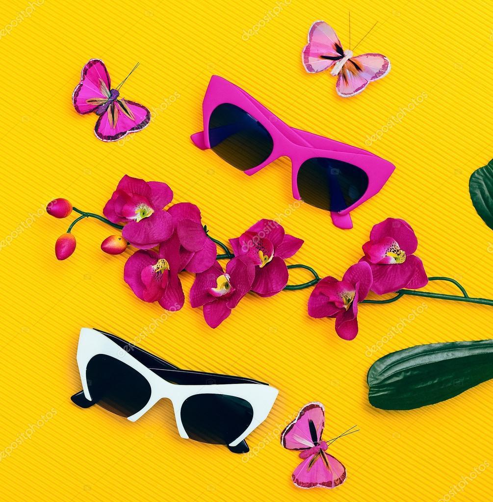 617a1dce10373e Stel mode zonnebril. Zomer trends — Stockfoto © Porechenskaya  104984990