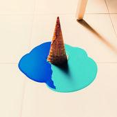 Fotografie Gefälschte Eis fließt auf den Boden. Mode-Hintergrund
