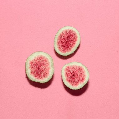 Fresh figs on pink background