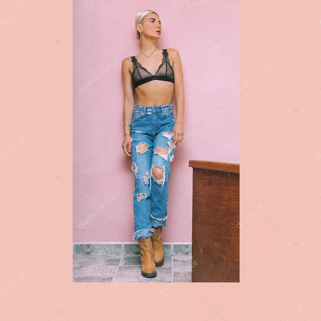 Sensual Dama de vaqueros de moda de la pared — Fotos de Stock ...