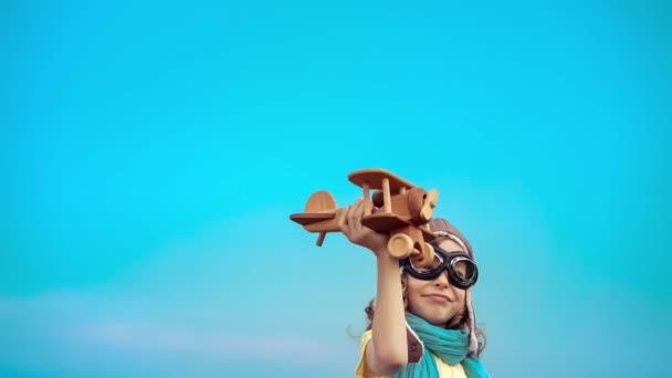 Boldog gyerek, játék repülőgép