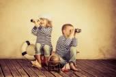 Fotografie Děti si hrají s vintage námořní věci