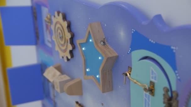 Rušná deska pro děti