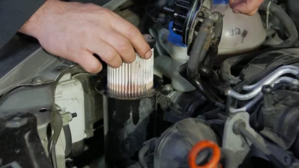Změnit filtr paliva