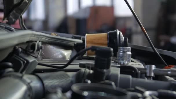 Nový olejový filtr pro motor