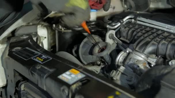Motorová olejová tyčinka