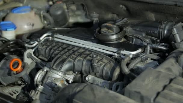 Spuštění automobilového motoru