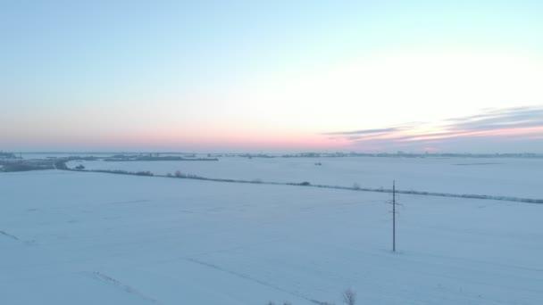 Zimní pole při západu slunce