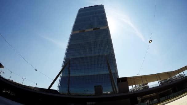 Milano, Italia-maggio 04, 2016: Citylife Milano Allianz torre progettata dagli architetti Arata Isozaki e Andrea Maffei